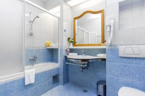 Hotel-Spongiola-Bathroom