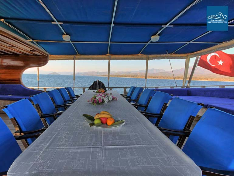Dining-Table-Liveaboard-Swimming-Holiday