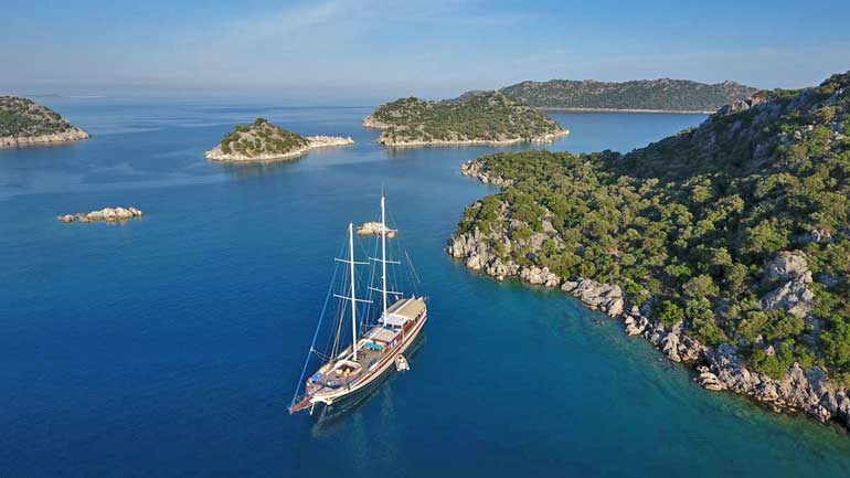 Liveaboard-Swimming-Holiday-Vacation